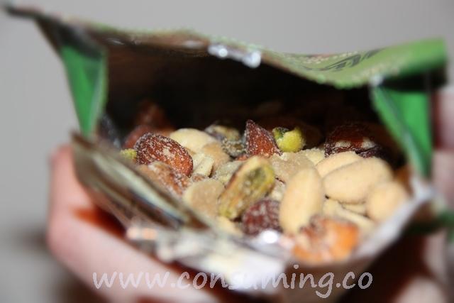 Åpne nøtepose fra den lille nøttefrabrikken