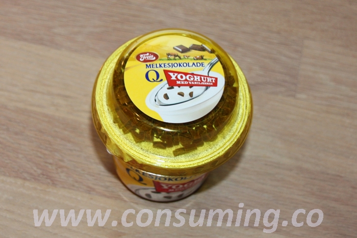 yoghurt med melkesjokolade på toppen